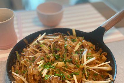 鐵鑊乾炒牛河 Pan Fried Rice Noodles with Beef